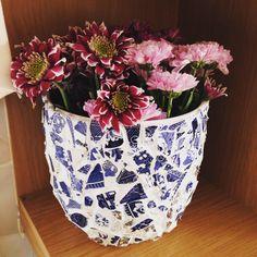 DIY mosaic vase  Make using: 1. Plain old vase 2. Broke plate 3. Super glue (suitable for glass) 4. White grout