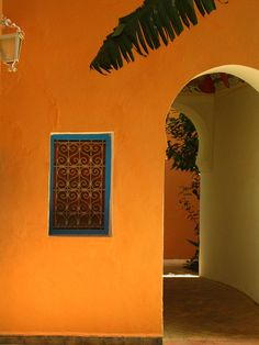 Orange wall, ornate window and arched door in Morocco. OMG thats lovely. Mexican Colors, Mexican Style, Mexican Hacienda, Pintura Exterior, Colour Architecture, Orange Walls, Moroccan Style, House Painting, House Colors