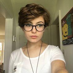 Shirt Curly Hair, Curly Hair With Bangs, Girl Short Hair, Short Hair Glasses, Bangs And Glasses, Thick Short Hair Cuts, Short Hair Cuts For Women, Medium Hair Styles, Curly Hair Styles