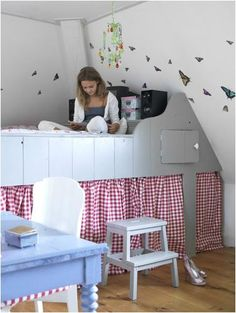 the boo and the boy: built-in kids beds - this blog has so many cool ideas for built-in beds