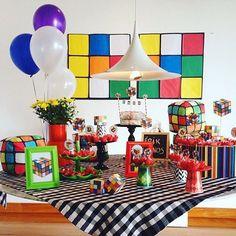 Festa super bacana e original com tema Cubo Mágico! Por @simillafestas  #kikidsparty