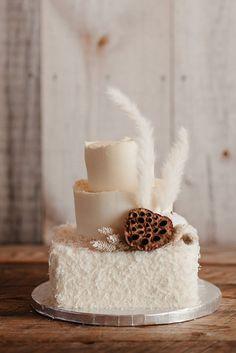 Unique wedding cake with mini pampas accent | Image by Hope Allison Photography Unique Wedding Cakes, Elopement Inspiration, Instagram Worthy, Vanilla Cake, Wedding Blog, Real Weddings, Wedding Planning, Minimalist