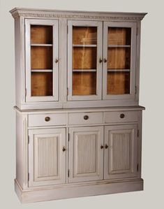 JUVIn 3-ovikomuutti 125 x 42 x 90 ja astiakaapit: 2-ovinen 80x32x85 ja  1-ovinen 40x32x85, sekä yläkoristepuu