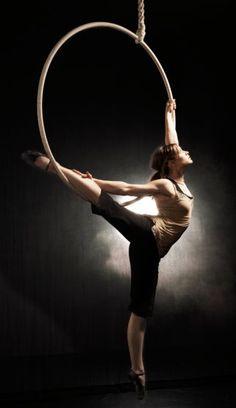 Lilli - Aerial Silk  Hoop Performer