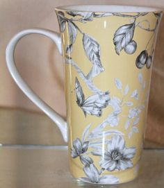 222 FIFTH PIPER YELLOW LATTEE MUG COFFEE TALL PROCELAINE NEW YELLOW FLORAL BIRDS #222FIFTH