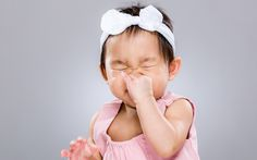 8 Signs Your Child May Be Experiencing a Serious Allergic Reaction - More kids are showing up in emergency rooms for anaphylaxis, a severe form of allergic reaction. Here's what anaphylaxis looks like, and how to keep your child safe. Kids Allergies, Seasonal Allergies, 1 Month Old Baby, Allergy Reactions, Allergies Alimentaires, Alternative Treatments, Healthy Kids, Serum, Allergies