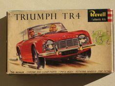 VINTAGE REVELL TRIUMPH TR4 PLASTIC MODEL KIT. boxart