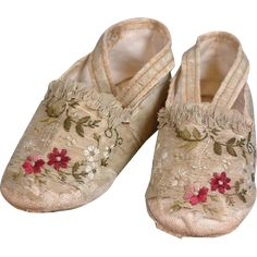 Museum Deaccessioned Embroidered Silk Slippers For Large Doll from kathylibratysantiques on Ruby Lane Embroidered Clothes, Embroidered Silk, Vintage Shoes, Vintage Outfits, Doll Museum, Kids Slippers, Shoe Pattern, Antique Clothing, Doll Dresses