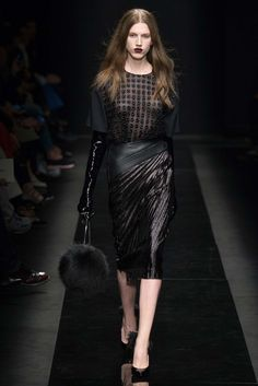 http://www.style.com/slideshows/fashion-shows/fall-2015-ready-to-wear/emanuel-ungaro/collection/26