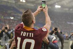 Selfie de Totti en un Roma-Lazio (enero 2015)