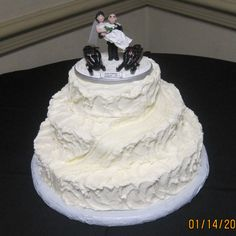 Cake Anatomy -Snowmobiling  This is awesome!.. Perfect engagements: Take me sledding and stop at the top of the mountain, and propose at the top!
