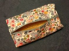 Tutorial for this lovely pencil case (in French, but detailed pictures)