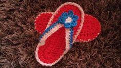 Una serie di scarpine ed infradito fatte all'uncinetto. La taglia è adatta per una bimba di 7-9 mesi. Lo schema lo trovate a questo link...