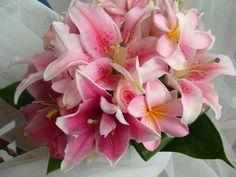 http://beach-theme-wedding-ideas.com/wp-content/uploads/2010/10/bridesmaid-bouquet3.jpg