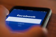 Di fatto il codice di condotta voluto dalla Commissione europea e accettato da Facebook, Twitter, Youtube, Microsoft affida a queste aziende private il controllo sulla legalità dei contenuti online, che così faranno da legislatori, giudici ed esecutori. Una privatizzazione delle funzioni statali, un grave attacco alla libertà dei cittadini.