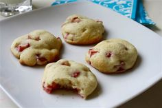 With their soft, light-as-air texture, these cookies practically melt in your mouth.
