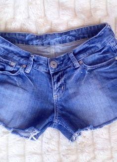 Kup mój przedmiot na #vintedpl http://www.vinted.pl/damska-odziez/szorty-rybaczki/10598473-krotkie-jeansowe-szarpane-spodenki-l
