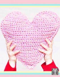 Gratis patroon voor kussen in vorm van een hart in Katia Big Ribbon Plus (patroon 0271)