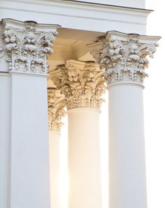 Find images and videos about white, art and architecture on We Heart It - the app to get lost in what you love. Detail Architecture, Architecture Antique, Classical Architecture, Amazing Architecture, Art And Architecture, Greece Architecture, Marble Columns, Shades Of White, Neoclassical
