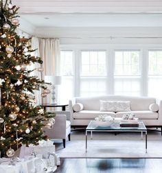 Absolutely gorgeous! Absolutely love the white decor with the white and gold hued tree! :)