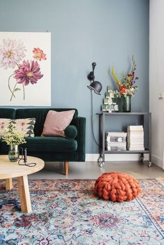50 Awesome Small Apartment Living Room Design Ideas - Most creative decoration list Living Room Color Schemes, Living Room Grey, Living Room Modern, Living Room Interior, Living Room Decor Light Blue Walls, Living Room Wall Colors, Living Room Rugs, Blue And Green Living Room, Small Room Interior