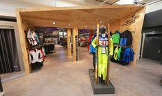 Intersport Hirt (Titisee-Neustadt) | Innenarchitektur | Retail Design | Goldsteinstudios | Instore Installation | Visual Merchandising | Visual Marketing | Window Design |