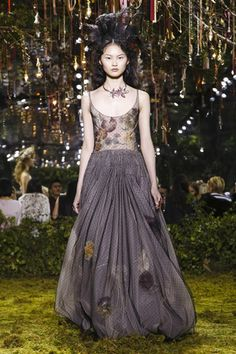 Watch the livestream of the Dior show couture collection Spring/Summer 2017 from Paris.