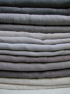 French linen sheets.  In Paris, look for affordable vintage ones in the Vanves market in the 14th arrondissement.  French Standard Bed Sizes: Single (lg): 100 x 190cm = 39 x 75 inches Single (sm): 90 x 190cm = 35 x 75 inches (US twins are 39 x 75 inches) Double (sm): 120 x 190 cm = 47 x 75 inches (US double is 54 x 75 inches) Double (lg): 140 x 190 cm = 55 x 75 inches Queen: 160 x 200 cm = 63 x 79 inches (US queen is 60 x 80 inches) King: 180 x 200 cm = 79 x 79 inches (US king is 76 x 80…