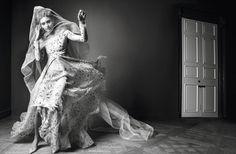 KISS THE BRIDE PHOTOGRAPHER: INEZ VAN LAMSWEERDE & VINOODH MATADIN MODELS: GRACE ELIZABETH, CHIARA SCELSI& UNKNOWN STYLING: EMMANUELLE ALT HAIR: MALCOLM EDWARDS MAKE-UP: DICK PAGE NAILS: G…
