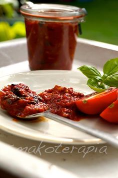 POMIDORY NA ZIMĘ - DOSKONAŁE - Smakoterapia Chutney, Hummus, Good Food, Yummy Food, Sugar Free Recipes, Canning Recipes, Tandoori Chicken, Vegan Gluten Free, Food And Drink