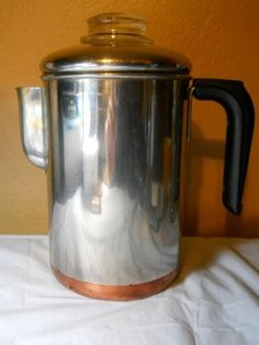VERY COOL FIND~ Revere Ware Copper Clad 8 cup Percolator Coffee Pot!!! Clinton Il, Revere Ware, West Bend, 1950s Style, Oldies But Goodies, Kitchen Dishes, Teapots, Vintage Kitchen, Cookware