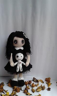 Ravelry: Gothic lolita with voodoo doll pattern by Rosana González
