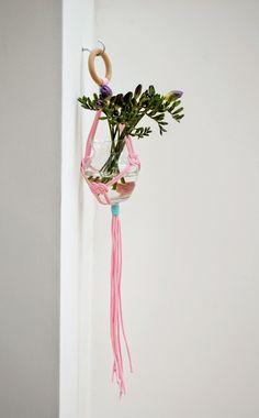 Decoración Fácil: DIY Un sencillo florero colgante con macramé
