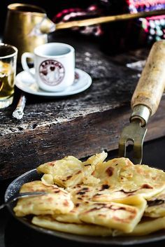 Kattimerka is a tradition in Cyprus that is passed down from generation to generation. Crepes traditionally with olive oil and sugar, served either plain or with honey and cinnamon. Greek Sweets, Greek Desserts, Turkish Recipes, Greek Recipes, Cyprus Food, Greek Appetizers, Greek Cooking, Georgia, Honey And Cinnamon