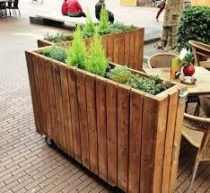 Afbeeldingsresultaat voor afscheiding van de straat met plantenbakken