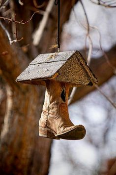 Where Old Cowboy Boots Go by James Bo Insogna Old Cowboy Boots, Old Boots, Homemade Bird Houses, Bird Houses Diy, Bird House Feeder, Bird Feeders, Cowboy Boot Crafts, Nesting Boxes, Southern Charm