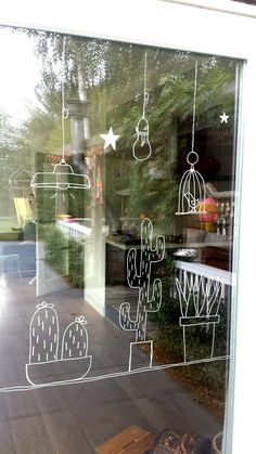 Make a window decoration with chalk marker successfully yourself with these tips & Fensterbilder Cama Design, Decoration Vitrine, Store Window Displays, Window Art, Window Stickers, Chalkboard Art, Chalk Art, Diy And Crafts, Diy Projects
