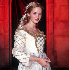 """Emily Blunt as Katherine Howard in the two-part miniseries """"Henry VIII"""", starring Ray Winstone as the king. Anne Of Cleves, Anne Boleyn, Period Costumes, Movie Costumes, Downton Abbey, Doctor Who Costumes, Middle Age Fashion, Katherine Howard, Elizabeth Of York"""