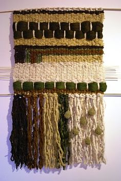 Telaresytapices......arte textil....: julio 2010 Tapestry Weaving, Loom Weaving, Wall Tapestry, Hand Weaving, Weaving Wall Hanging, Hanging Wall Art, Wall Art Crafts, Weaving Projects, Tear