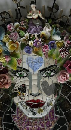 Susan Elliott Mosaics: 'Who is the Fairest' at West End House Gallery Summer exhibition. Smarden, Kent. Mosaic Garden Art, Mosaic Flower Pots, Mosaic Diy, Mosaic Crafts, Art Crafts, Mosaic Artwork, Mirror Mosaic, Mosaic Wall, Mosaic Glass