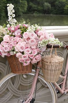 Sommer, rosa Blumen & ein rosa Fahrrad - was für eine schöne Kombination. The Effective Pictures We Offer You About decor baskets fillers A quality picture can tell you many things. You can find the m Pretty In Pink, Pink Flowers, Beautiful Flowers, Romantic Flowers, Beautiful Soul, Beautiful Artwork, Vintage Flowers, Vintage Pink, Pink Flower Pictures