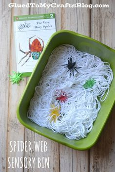 Just like ALL our kid friendly crafts, this Eric Carle Paper Plate Spider activity is super simple, fun for all ages and really inexpensive too! Sensory Boxes, Sensory Table, Sensory Play, Fall Sensory Bin, Sensory Diet, The Very Busy Spider, Spider Crafts, Theme Halloween, Halloween Table