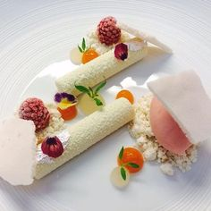 "Three-star chef Christian Bau in ""Victor's Fine Dining"" at Schloss Berg in Perl-Nennig Food Design, Michelin Star Food, Individual Cakes, Modern Food, Food Combining, Food Challenge, Exotic Food, Food Plating, Plating Ideas"