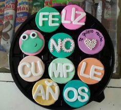 """Cupcakes de """"Feliz No Cumpleaños"""" #Cupcakes #Fondant #FelizNoCumpleaños"""