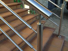 Steel Railing Design, Modern Stair Railing, Staircase Handrail, Iron Stair Railing, Glass Railing, Modern Stairs, Steel Stairs, Steel Gate, Steel Doors