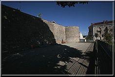 Les remparts de Dax n'ont pas la puissance de Carcassonne ni le renom. Mais ayant été construits à l'époque Romaine puis utilisés au Moyen Âge, ils sont presque les plus anciens du Royaume de France.