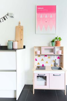 IKEA Duktig kitchen for children. Easy to customize. Painting 'Nature is everything' from Zilverblauw IKEA Duktig keukentje pimpen http://www.bringinghappiness.nl/ikea-duktig-keukentje-pimpen/