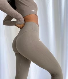 Super soft, ultra stretchy fabric which hugs the body. Wear from studio to street, brunch to barre. Fitness Photos, Athletic Fashion, White V Necks, Outfit Goals, Simple Outfits, Types Of Fashion Styles, I Dress, Dress To Impress, Style Inspiration