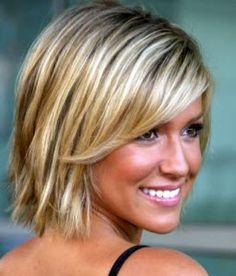Blended Highlights and Lowlights | Model with blonde short hair with dimensional highlights and lowlights