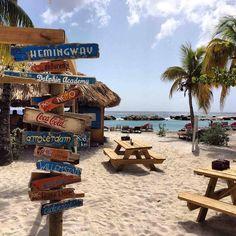 Curacao bijna 365 dagen per jaar mooi weer  om te genieten van strand zee en zon  Villa Faviidae ligt op 2 á 3 minuten loopafstand van Jan Thiel Beach.